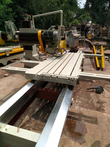 Refurbished large cutting machine, old stone trimming machine with electric